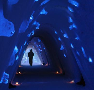 Grotta di neve e luci a Lainio